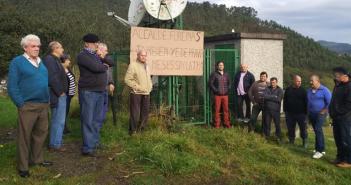 IU con los vecinos de Forcinas que reclaman solución a la recepción de TV